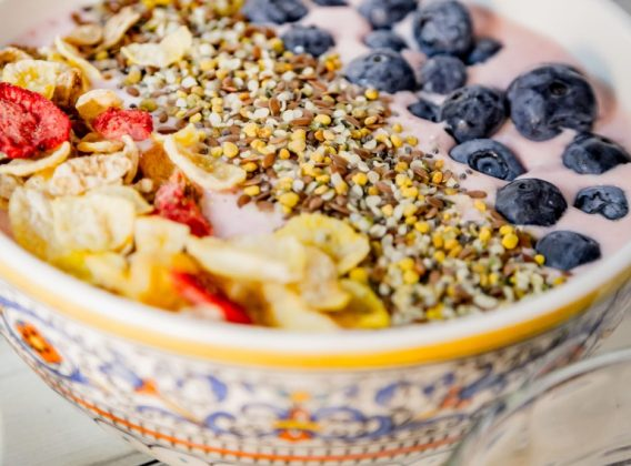 Honey Bunches of Oats strawberry pineapple smoothie bowl